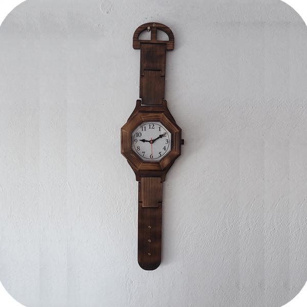 ساعت چوبی بزرگ